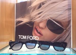 トムフォード正面