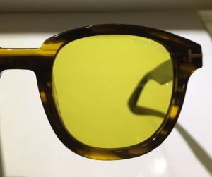 レンズ黄色